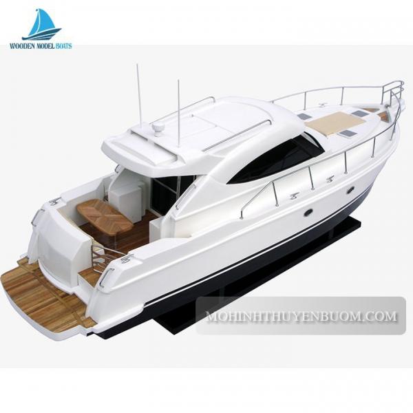 Riviera Modern Sport Yatch 4700 Min