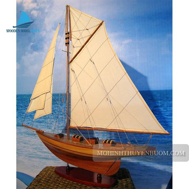 Thuyền buồm AVEL