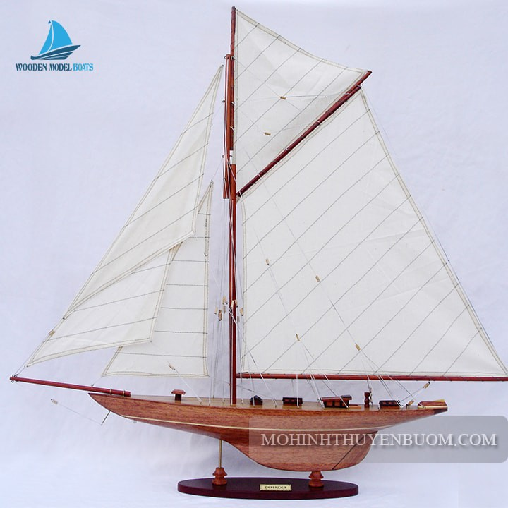 Thuyền buồm DEFENDER