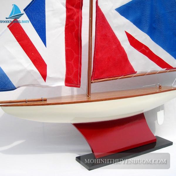 Pond Yacht 1 Min