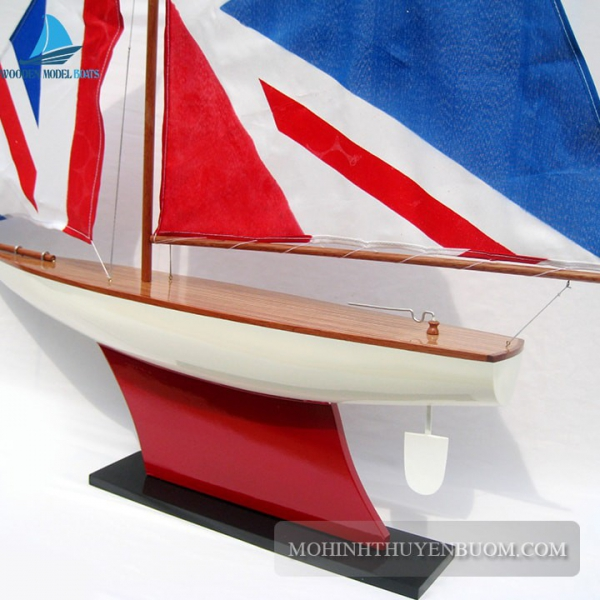 Pond Yacht 2 Min