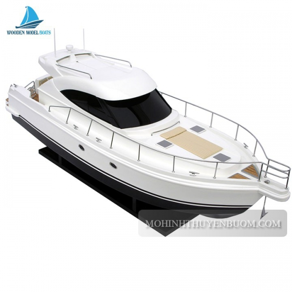 Riviera Modern Sport Yatch 4700 1 Min